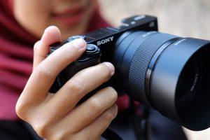 Lensa Sony FE 50mm f/1.8 Raja Bokeh Andalan Fotografer